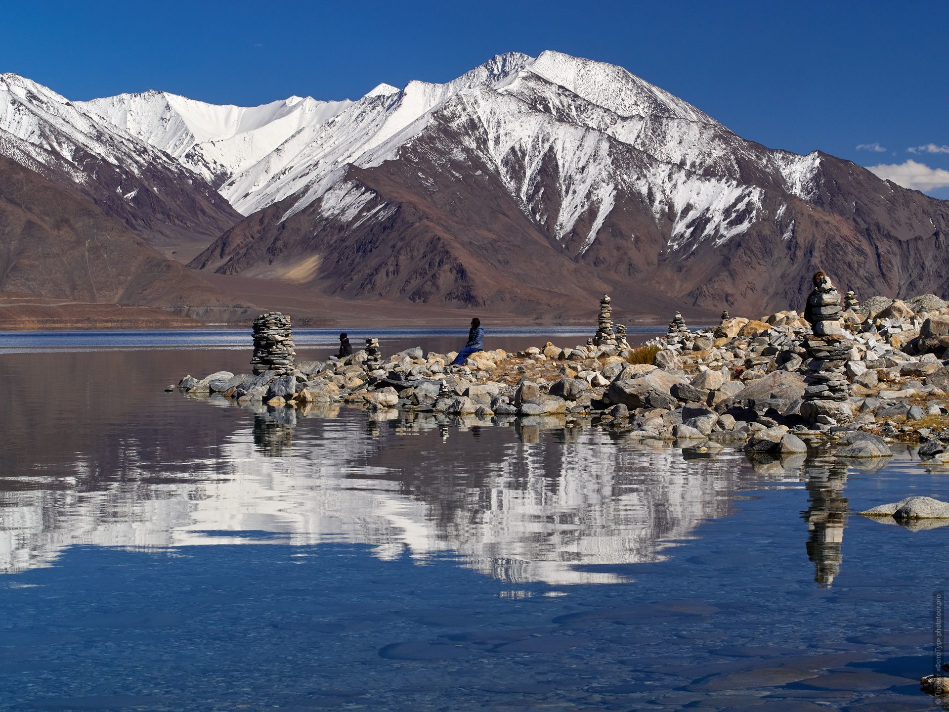 Pangong Tso Lake. Tour Tibet Lakeside Advertising: Alpine lakes, geyser valley, Lamayuru, Colored Mountains, 01 - 10.09. 2021 year.