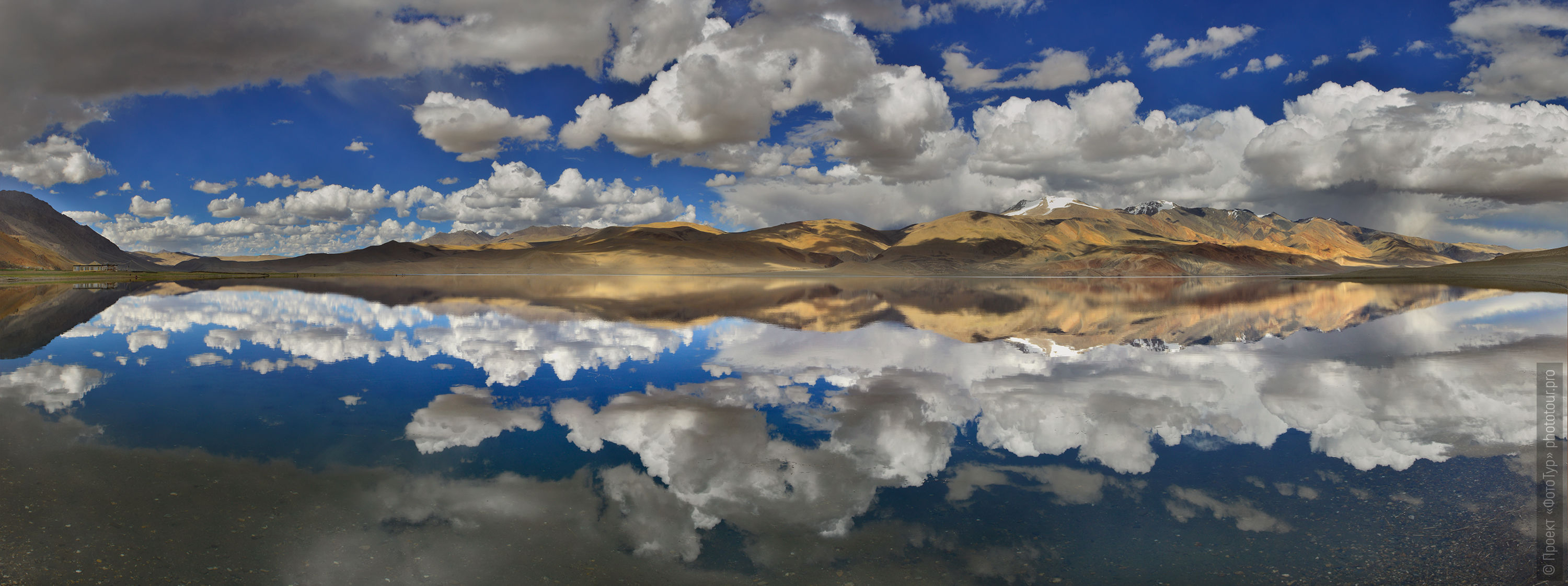 Mirror of Lake Tso Moriri, Karzok, Ladakh. Tour Tibet Lakeside Advertising: Alpine lakes, geyser valley, Lamayuru, Colored Mountains, 01 - 10.09. 2021 year.